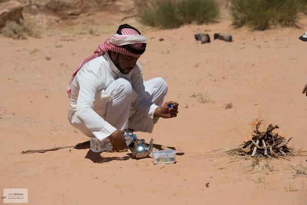 Teezeremonie in der Wüste.