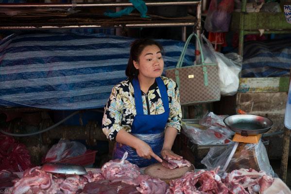Heute haben Poo und ihre Familie dank der 1000 Baht pro Kochkursteilnehmer ein gutes Auskommen.