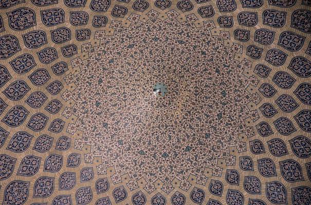 Scheich-Lotfollāh-Moschee - Je nach Lichteinfall changieren die Kuppelfliesen von Rosa über Beige bis karamellfarben.