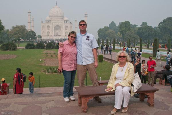 Am Taj Mahal, Mausoleum für Mumtaz Mahl von Shah Japan errichtet