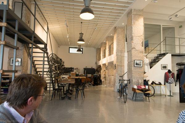 Cafe im stylischem Fahrradladen.