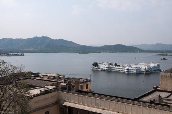Udaipur, Blick auf Lake Palace Hotel