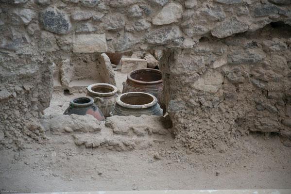 Der exzellente Erhaltungszustand der Gebäude und herausragender Fresken erlaubt Einblicke in die Sozial-, Wirtschafts- und Kulturgeschichte der Bronzezeit in der Ägäis.