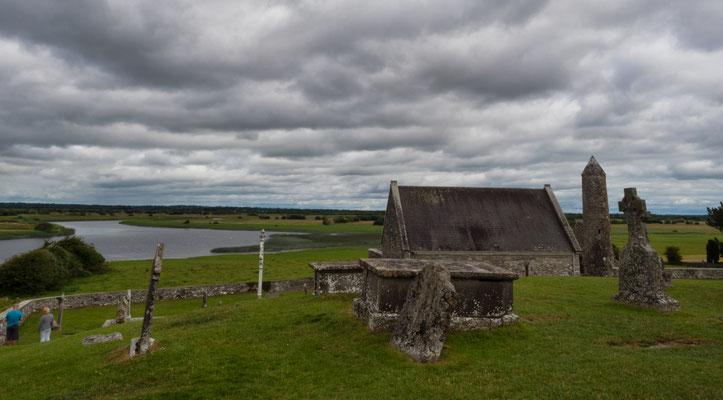 Clonmacnoise ist ohne Zweifel eines der bekanntesten Klöster Irlands.