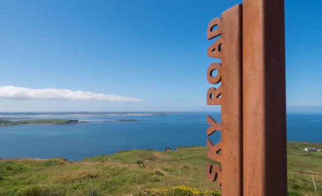 Die Sky Road ist eine 15 Kilometer lange Straße im Nordwesten Irlands in der Region Connemara.