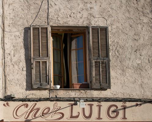 An der Rue du Marché, eine enge Marktgasse.