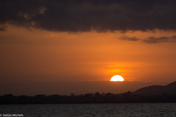 Tanasee -Der natürliche Abfluss des Sees ist der Abbai (englisch Abay oder Abbay), wie der Blaue Nil in Äthiopien genannt wird, bei Bahir Dar.
