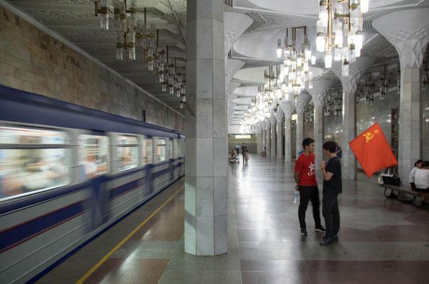 Wie alle ex-sowjetischen Metros fährt die Taschkenter U-Bahn auf der russischen Breitspur (1520 mm).