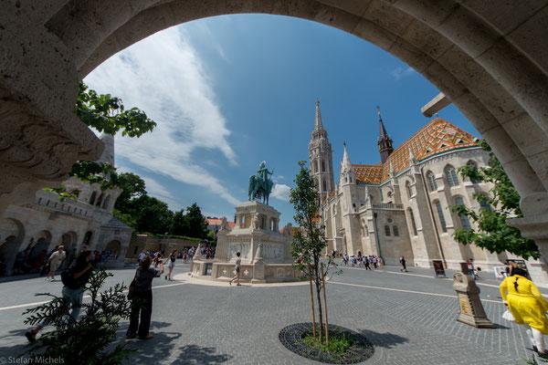Wegen der Binnenlage und der abschirmenden Wirkung der Gebirge hat Budapest ein relativ trockenes Kontinentalklima mit kaltem Winter und warmem Sommer.
