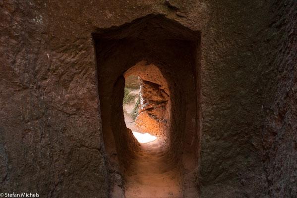 Lalibela - mystische Stimmung in en Gängen.