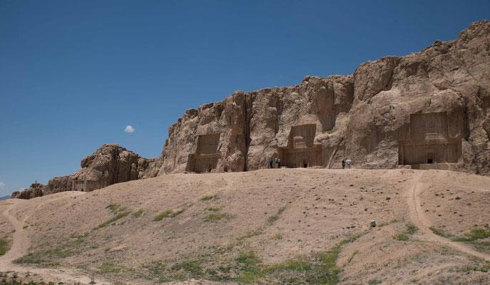 Kaum 4 km nördlich von Persepolis befindet sich Naqsch-e Rostam mit einer Galerie von vier Felsgräbern.