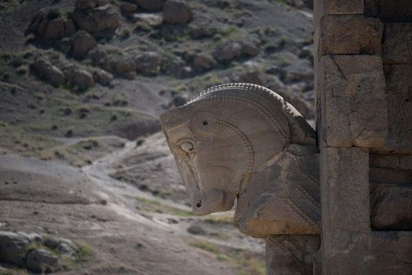 Der letzte Schah des Iran, Mohammad Reza Pahlavi, ließ 1971 Teile von Persepolis zur 2500-Jahr-Feier der Iranischen Monarchie restaurieren.