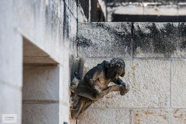 Am 17. Juni 2015 wurde die Kirche Opfer eines Brandanschlags durch rechtsextremistische israelische Siedler.