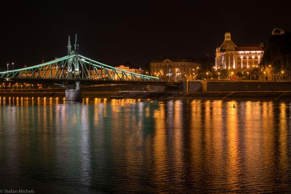 Die Freiheitsbrücke.