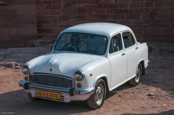 Der Hindustan-Ambassador, seit 1957 nach Vorlage des Morris Oxford gebaut.
