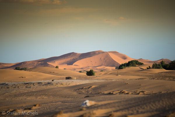 Sahara -Neben der Viehhaltung war bis ins 19. Jahrhundert der Transsaharahandel eine wesentliche Lebensgrundlage für diese Bevölkerungsgruppen, die auch als Yallas bekannt sind