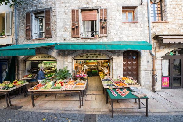 1481 wurde die Provence Frankreich angegliedert und Vence damit französisch.