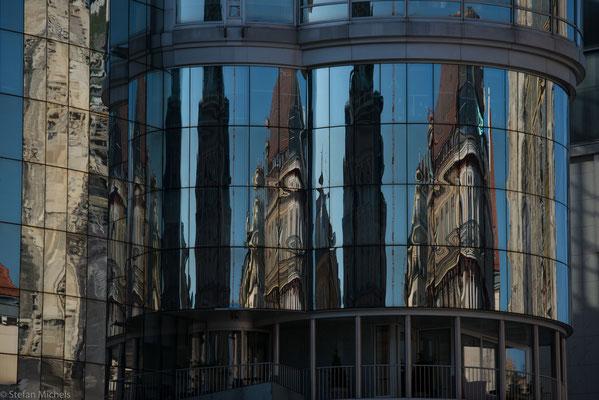 Die Stadt ist Sitz der römisch-katholischen Erzdiözese Wien; Erzbischof ist Kardinal Christoph Schönborn.