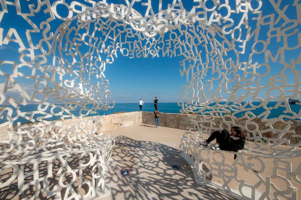 Skulptur von Jaume Plensa auf der Bastion Saint-Jaume in Antibes.