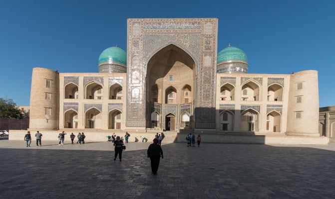 Die Mir-Arab-Madrasa  wurde 1540 gegründet.