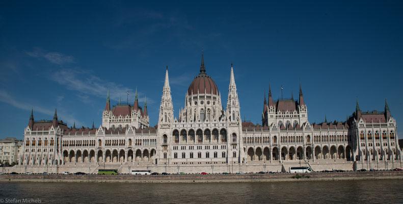 Die  Budapester U-Bahn ist eine der ersten elektrischen U-Bahnen der Welt und nach der London Underground eine der ältesten weltweit.