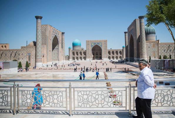 Der Registan (usbek.: Registon) in Samarkand ist einer der prächtigsten Plätze Mittelasiens.