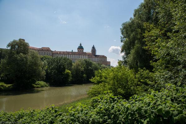 Das barocke Benediktinerkloster Stift Melk  liegt in Niederösterreich bei der Stadt Melk am rechten Ufer der Donau.