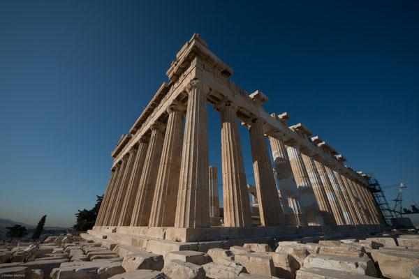 Der als Parthenon bekannte Athena-Tempel, der Haupttempel der Anlage mit dem Bildnis der Pallas Athena, wurde neu errichtet.