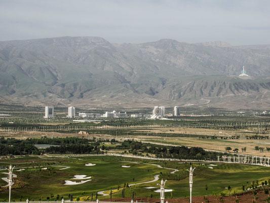 Ein Mischung aus Las Vegas und Pyongjang in der Wüste.