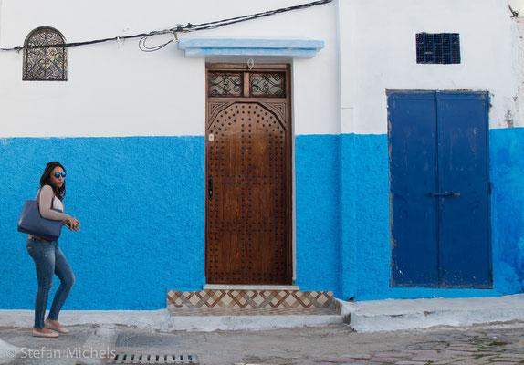 Rabat - Die Medina -An der Rue Souika parallel zur Mauer liegt die Große Moschee.