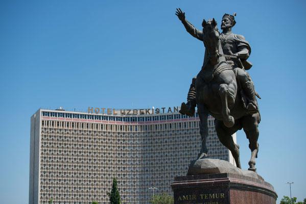 """Taschkent, die Hauptstadt Usbekisthans mit dem vom Staat nunmehr als """"Volksheld"""" aufgebauten Amir Timur, einer der größten Schlächter der Menschheitsgeschichte."""