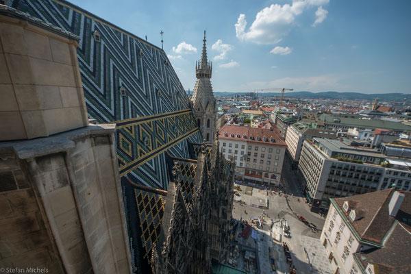 Der höchste ist der Südturm mit 136,4 Meter, der Nordturm wurde nicht fertiggestellt und ist nur 68 Meter hoch.