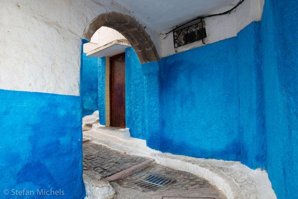 Rabat - Die Medina- Die weiß verputzten Häuser in den verwinkelten Fußgängergassen dahinter sind sorgfältig restauriert.