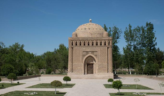 Das Mausoleum der Samaniden aus dem 10. Jahrhundert ist das älteste erhaltene Gebäude der Stadt und Richtungweisend für ale Moscheen und sakralen Bauten des Islam.