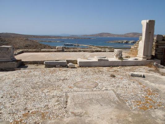 Der Haupttempel der Stadt war der des Apollon, auf den sich fast alle anderen Tempel und Gebäude orientieren