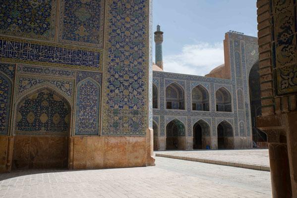 Abbas I. ließ den Platz zwischen 1590 und 1595 bauen.