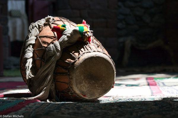 Lalibela - Trommeln als wichtiger Bestandteil der Liturgie.