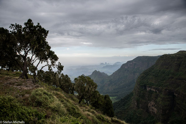 Ostafrikanischer Grabenbruch - Diese tiefe Verwerfung in der Erdkruste ist wahrscheinlich vor 20 Millionen Jahren infolge gewaltiger vulkanischer Eruptionen entstanden.