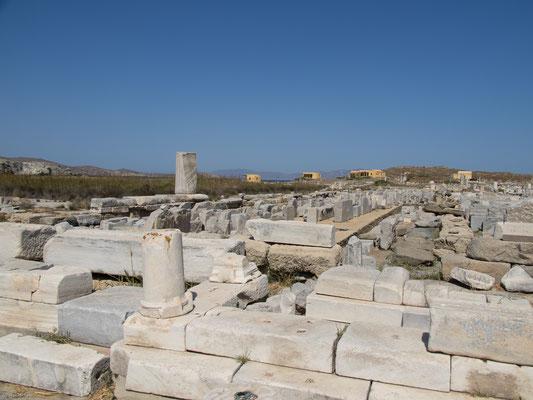 Leto gebar hier die Artemis und den Apollon (daher deren Beinamen Delia und Delios).