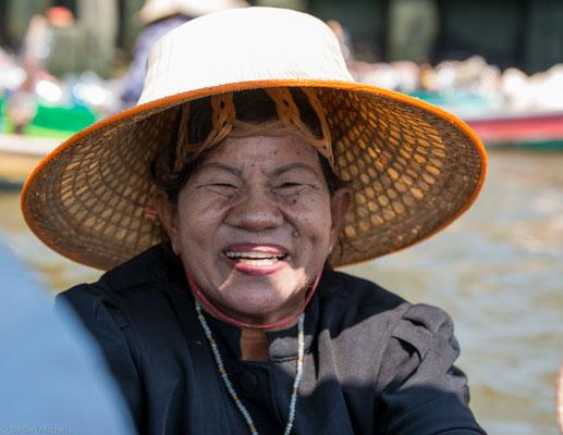 Als Khlong werden die Kanäle bezeichnet, die in der Zentralebene Thailands als Transportweg dienen.