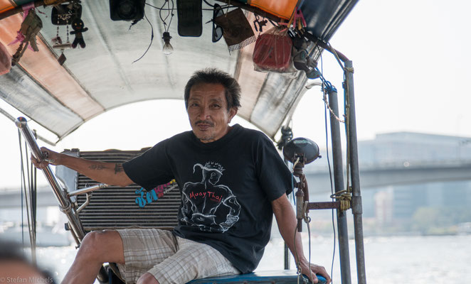Insbesondere in der Hauptstadt Bangkok dienten sie jahrhundertelang als Weg zur Arbeit, als schwimmender Marktplatz und letztlich zur Entsorgung der Fäkalien.
