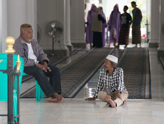 1916 ersetzte die gegenwärtige Moschee das alte Gebäude. Hier spiegelt sich islamische Architektur mit dem indischen Einfluss.