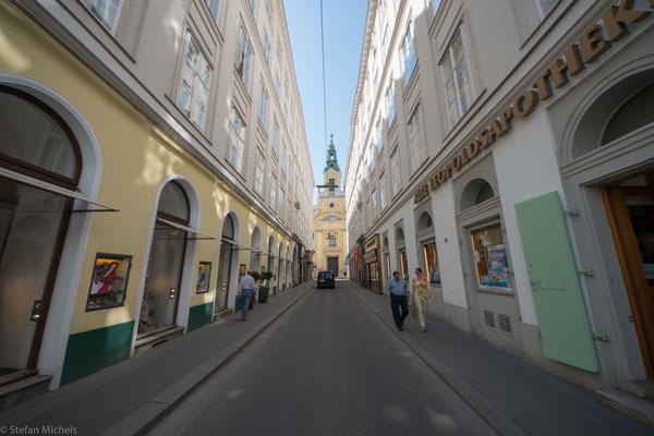 Ab 1858 wurden die Stadtmauern um die Altstadt geschleift und an ihrer Stelle die Ringstraße gebaut, die mit Monumentalbauten gesäumt wurde.