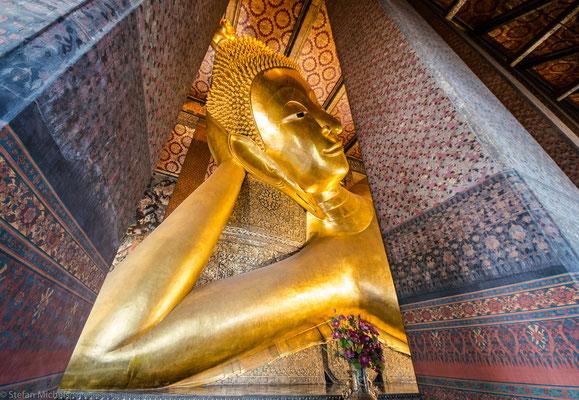 Die Hauptattraktion in Wat Pho ist heute die berühmte 46 Meter lange und 15 Meter hohe vergoldete liegende Buddha-Statue.