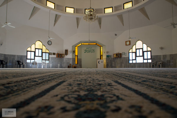 Die sich als Reformbewegung des Islams verstehende Religionsgemeinschaft hält an den islamischen Rechtsquellen – Koran, Sunna und Hadith – fest