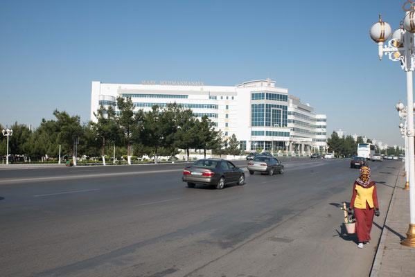 In Mary, 100.000 Einwohner, bezogen wir das erste Hotel.