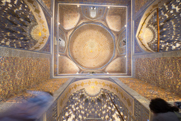 Das insgesamt 34,09 m hohe Mausoleum ist in der Höhe dreigeteilt.