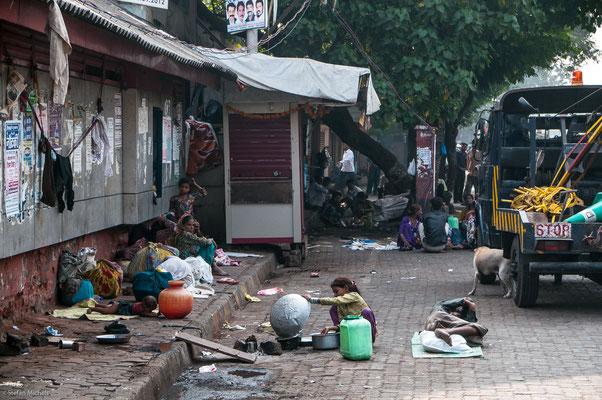 Straßenszene, Dharavi, 1 Mio. Menschen auf engstem Raum