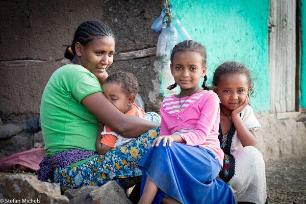 Lalibela - Besuch bei einer Familie mit gemeinsamem Essen.