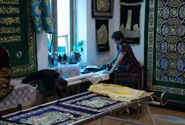 Die Goldstickerei gehört zu den Kunsthandwerken, die seit Jahrhunderten in Usbekistan gepflegt werden.